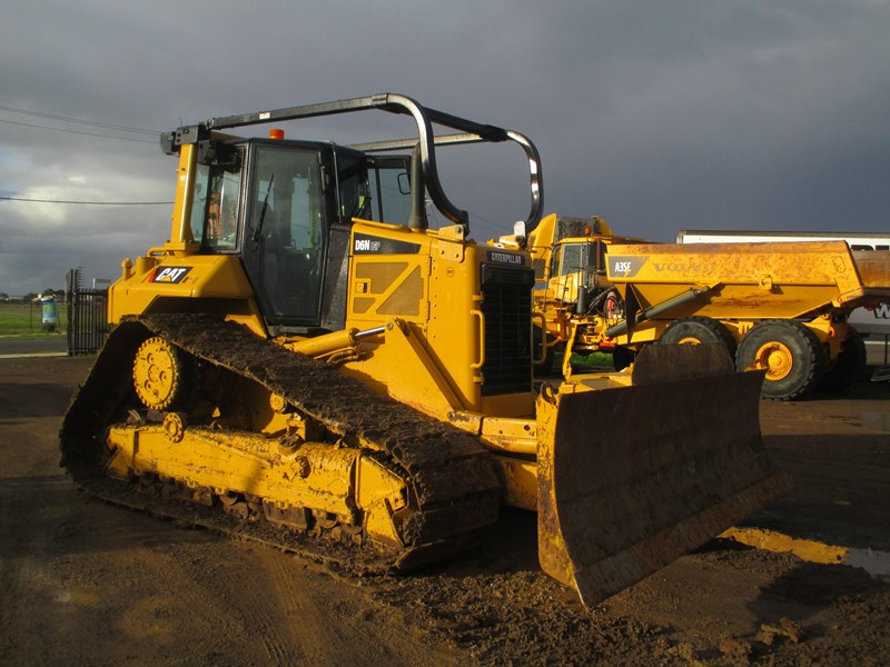 caterpillar d6n lgp dozer (also available for hire) 404947 005