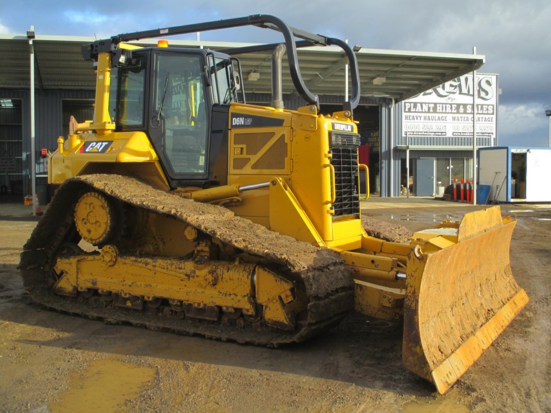 caterpillar d6n lgp dozer (also available for hire) 404947 001