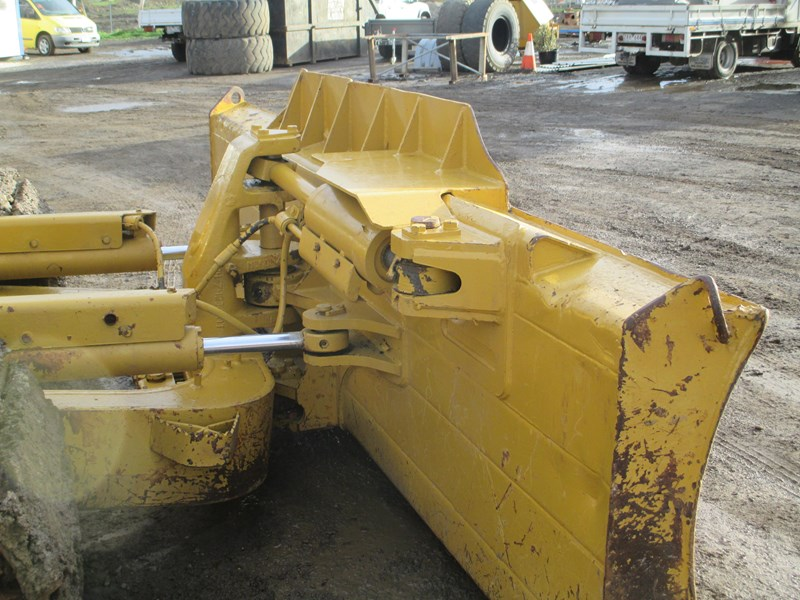 caterpillar d6n lgp dozer (also available for hire) 404947 031