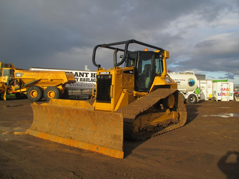 caterpillar d6n lgp dozer (also available for hire) 404947 027