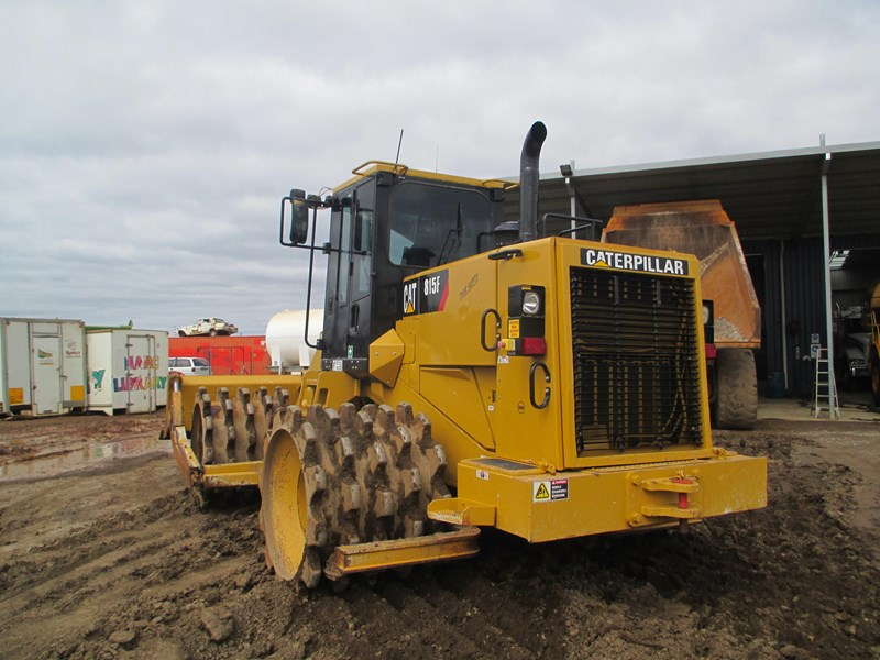 caterpillar 815f compactor (also available for hire) 431364 003