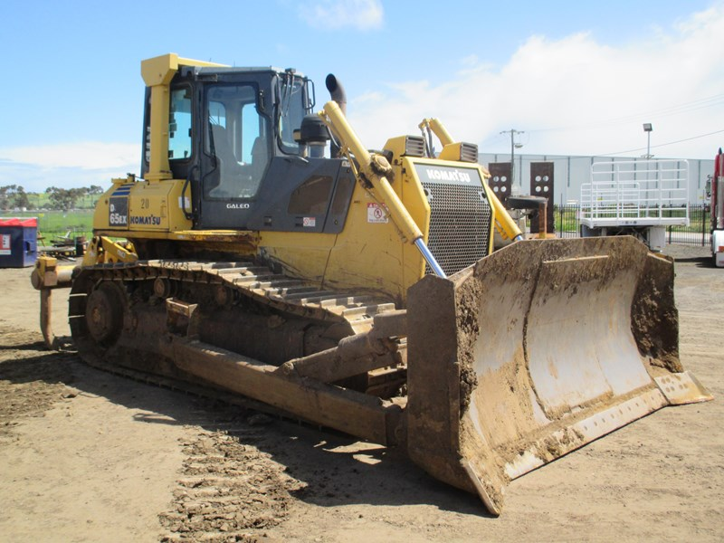 komatsu d65ex-15 dozer (also available for hire) 434804 001