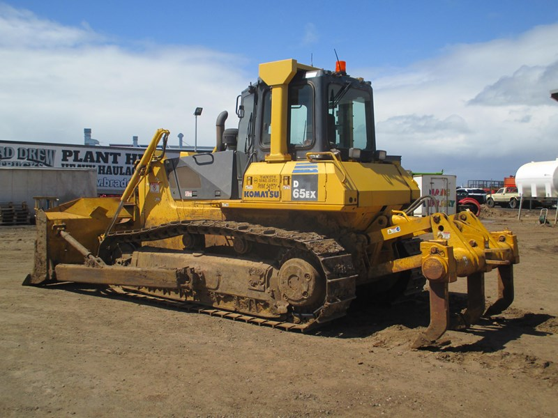 komatsu d65ex-15 dozer (also available for hire) 434804 009