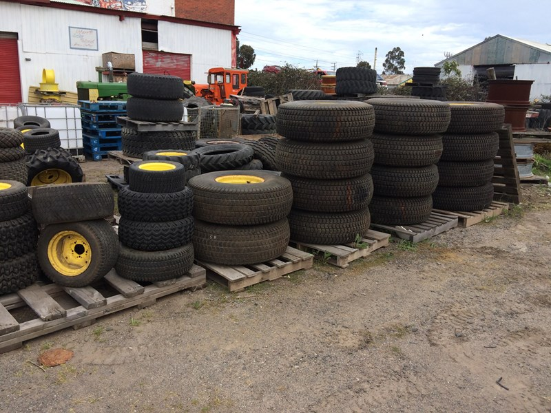 large quantity of new tyres & wheels 359273 001