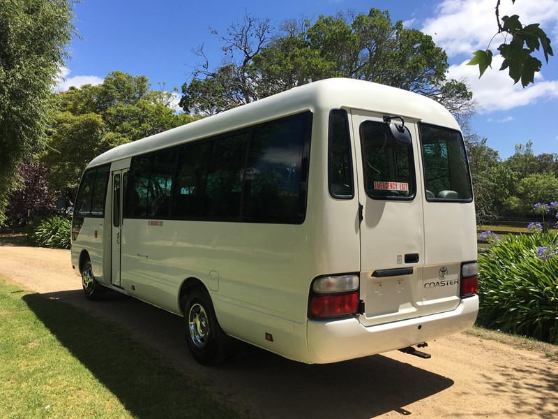 toyota coaster bus 461195 007