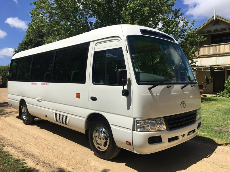 toyota coaster bus 461195 015
