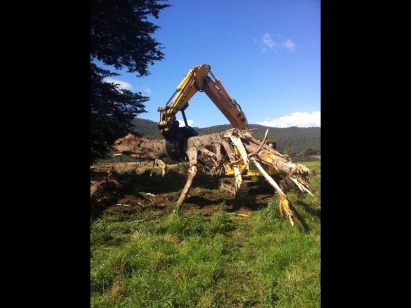 ar equipment are 20-24 ton log demo mechanical grab 444370 011
