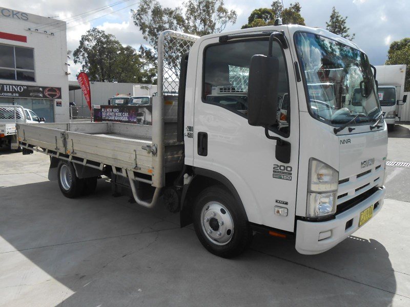 isuzu nnr200 medium amt 477371 005