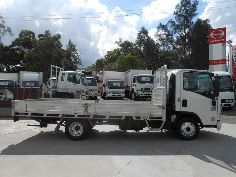 isuzu nnr200 medium amt 477371 007