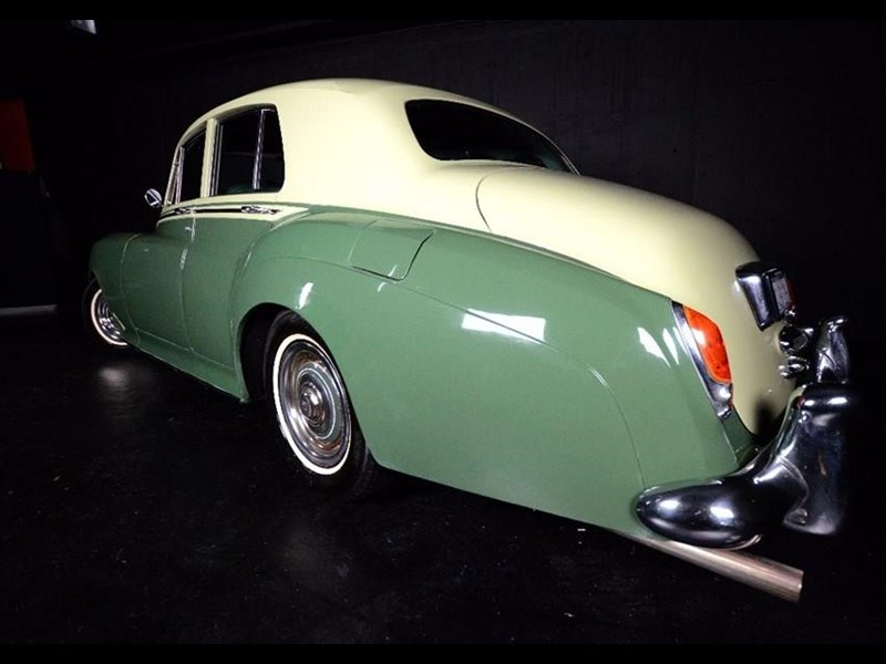 rolls-royce silver cloud i 481141 003
