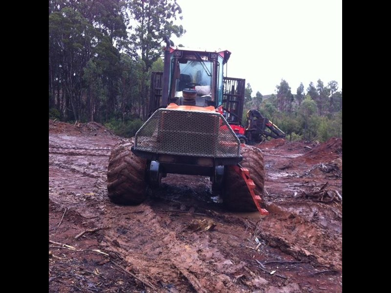 valmet 890-1 log forwarder 185302 011