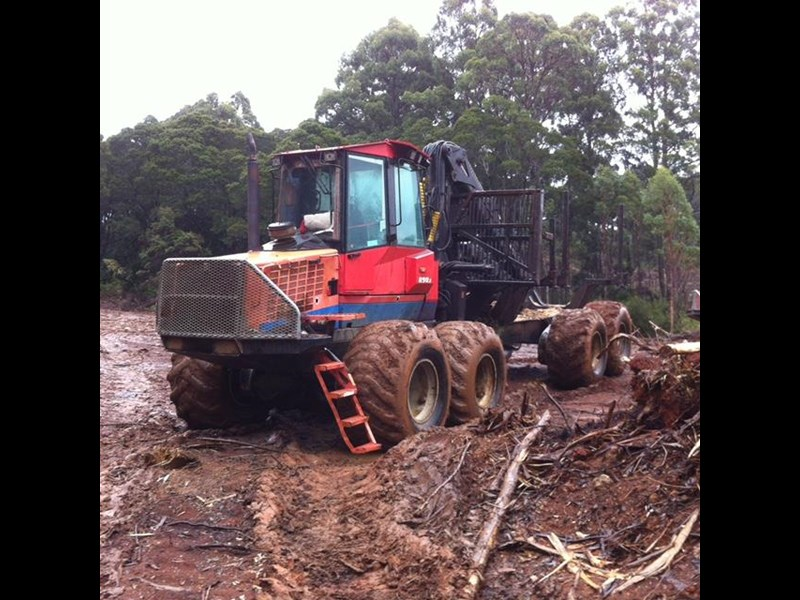 valmet 890-1 log forwarder 185302 013