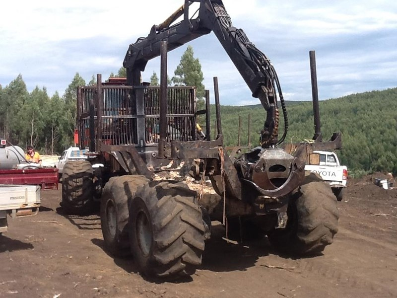 valmet 890-1 log forwarder 185302 007