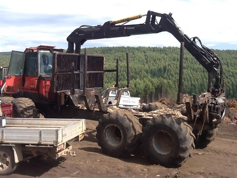 valmet 890-1 log forwarder 185302 033