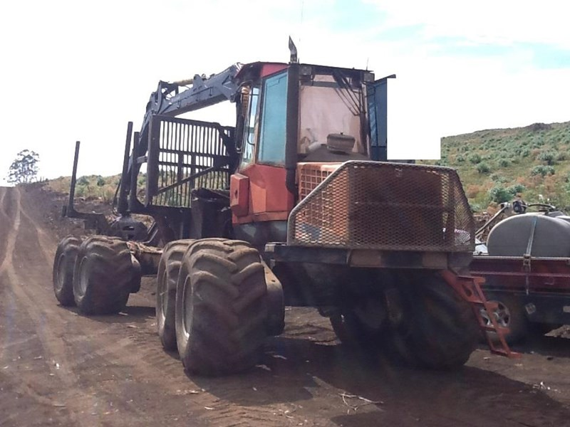 valmet 890-1 log forwarder 185302 035