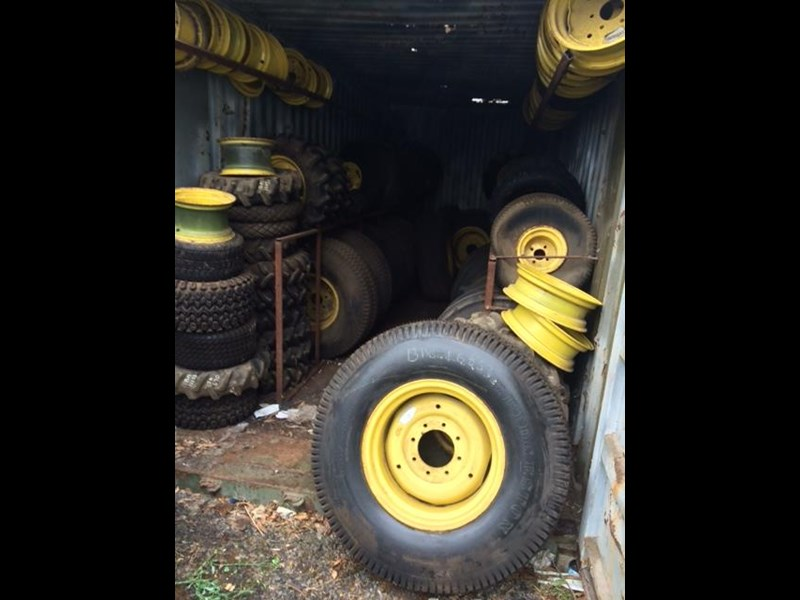 large quantity of new tyres & wheels 359273 005