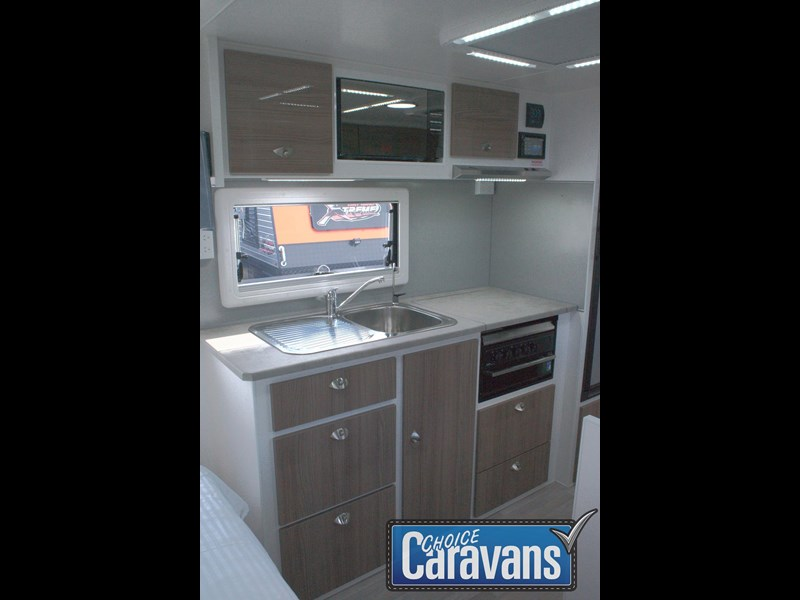 retreat caravans fraser 180c 515705 035