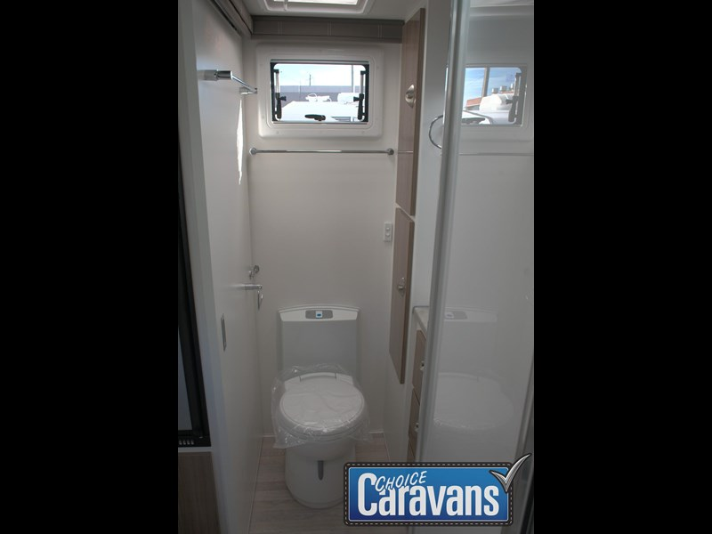 retreat caravans fraser 180c 515705 059