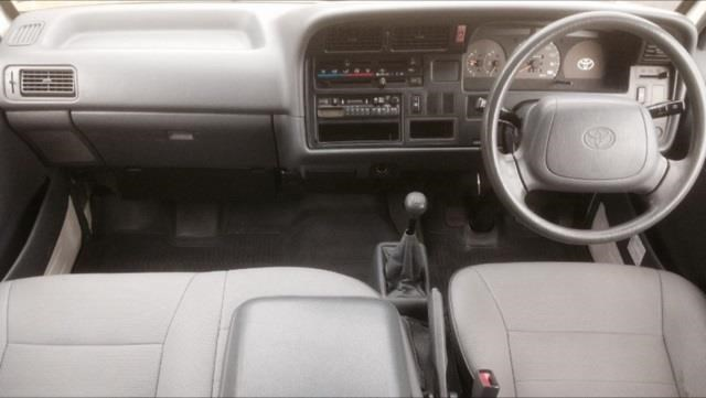 toyota hiace (only 90,000 km) 517873 009