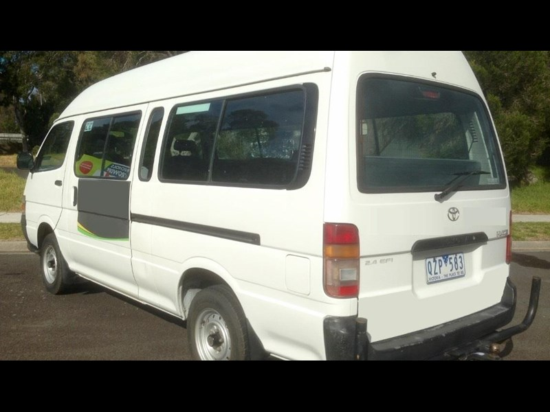 toyota hiace (only 90,000 km) 517873 003
