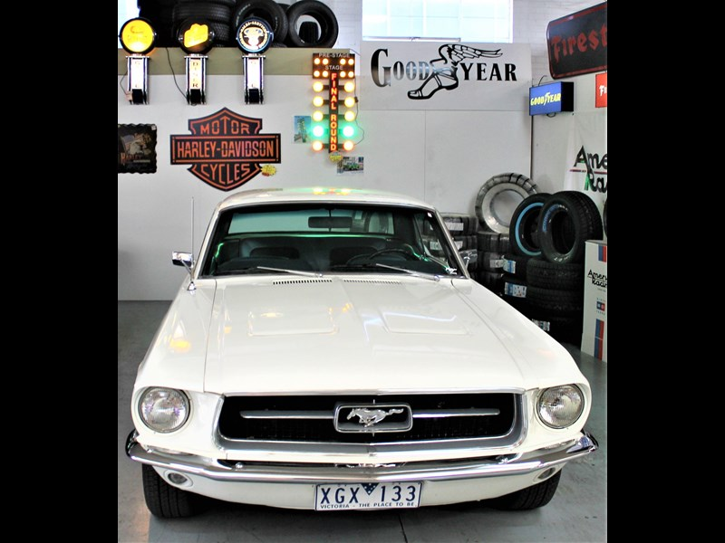 ford mustang 525402 035