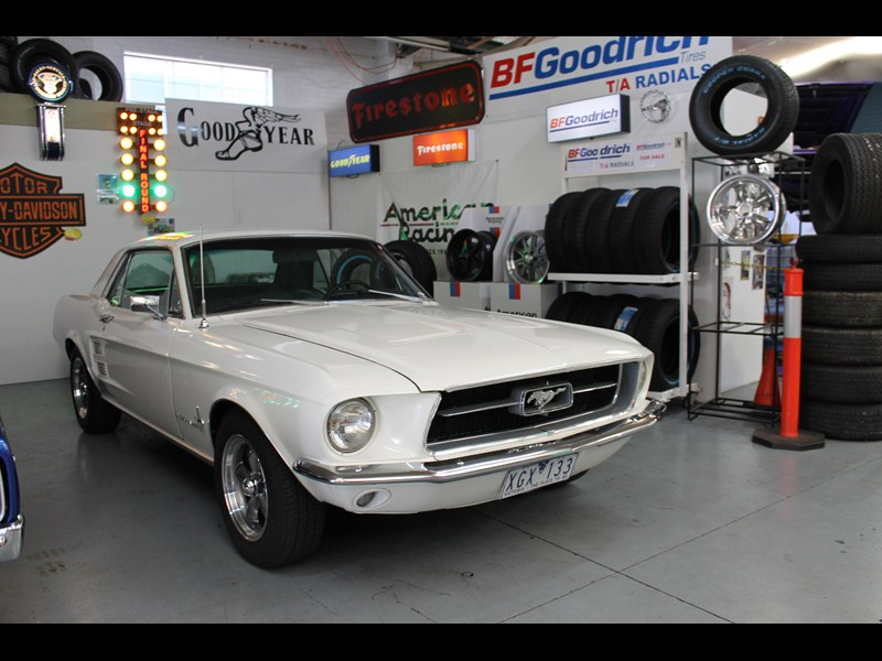ford mustang 525402 037