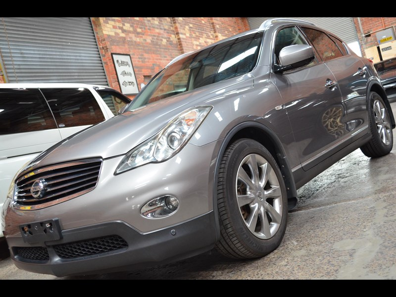 nissan 370gt crossover four 549821 033