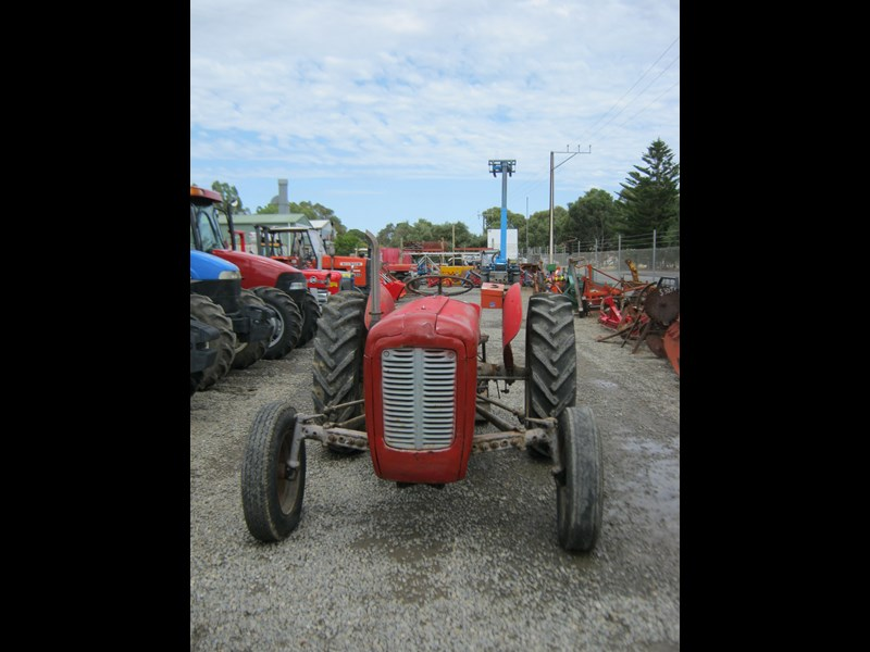 massey ferguson 35 petrol tractor with 5' slasher 558351 013