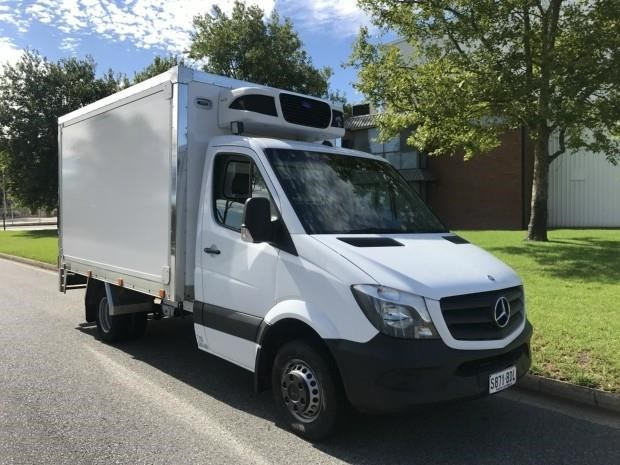mercedes-benz sprinter 560384 001