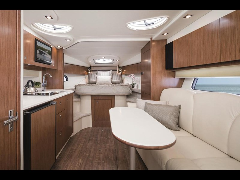 cruiser yachts 35 express sports cruiser 560738 005