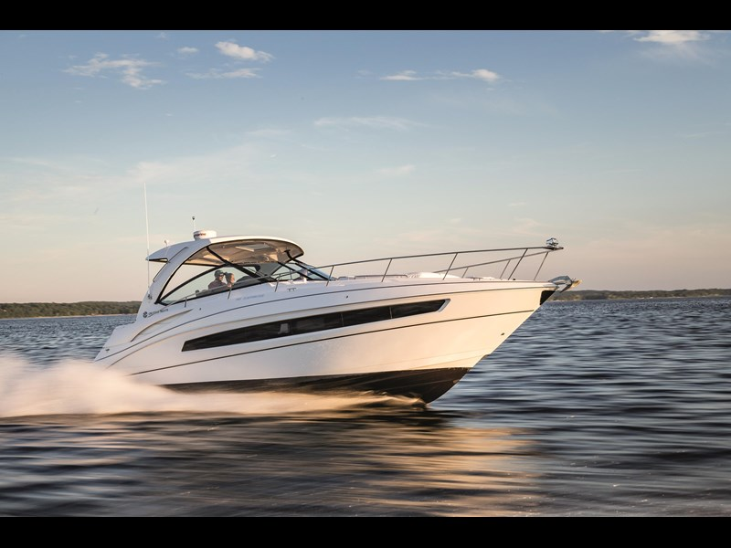 cruiser yachts 38 express sports cruiser 560739 001