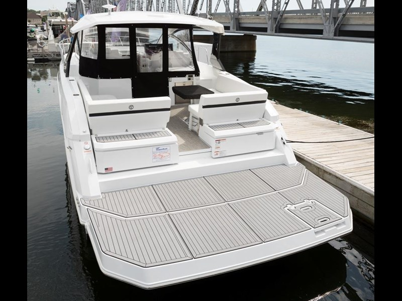 cruiser yachts 39 express coupe 562798 003