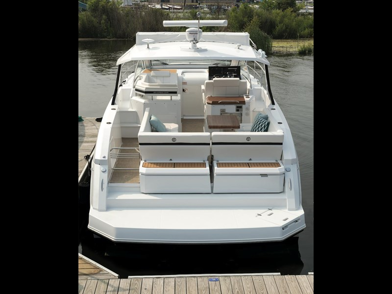 cruiser yachts 39 express coupe 562798 009
