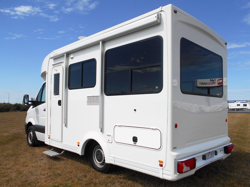 mercedes-benz 4 berth discovery 477869 003