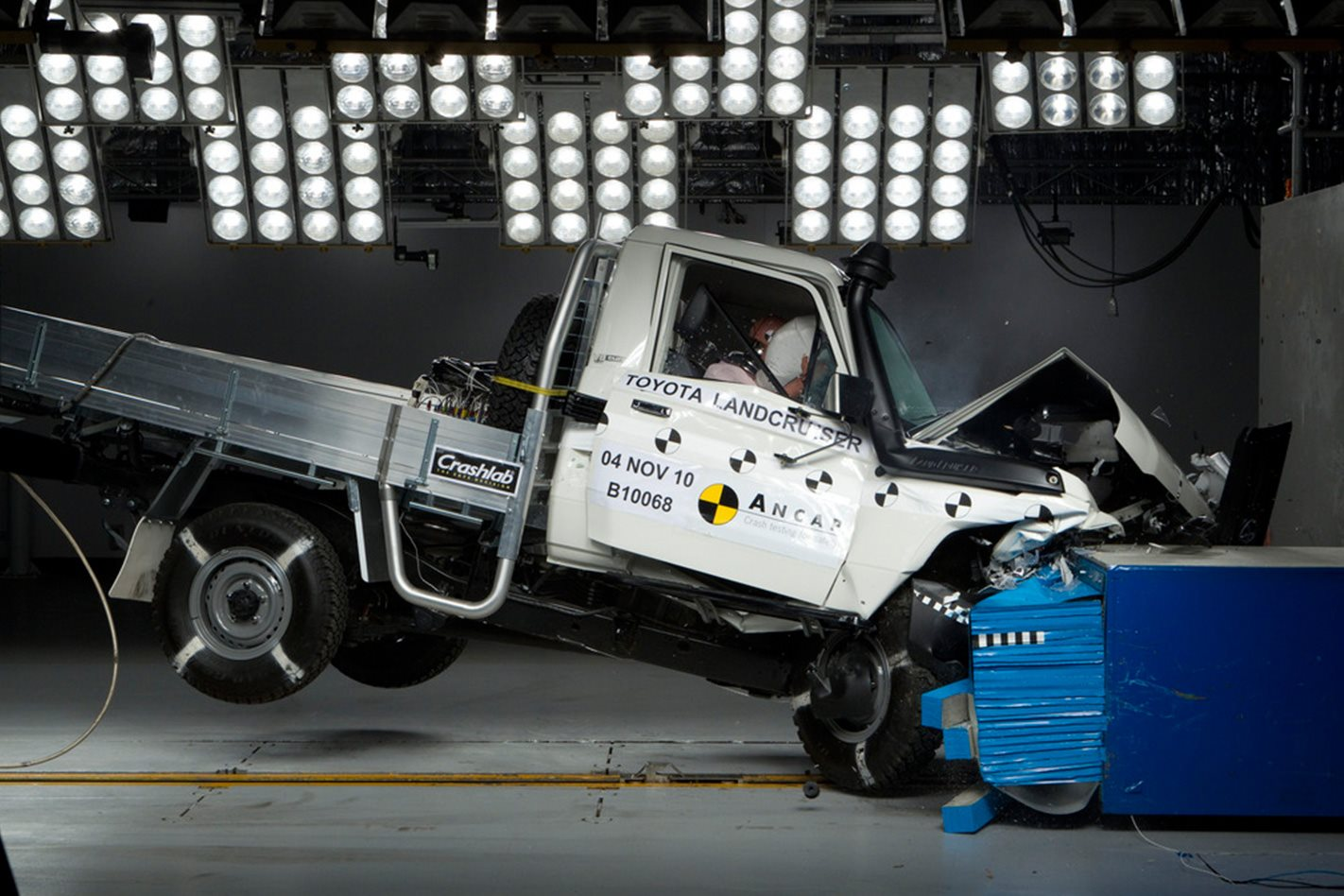 Toyota land cruiser 70 series gets lifeline with 2016 safety upgrade 4x4 australia