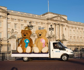 Giant teddy bears at Buckingham Palace