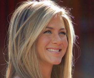 Old Friends: Jennifer Aniston shares retro snap