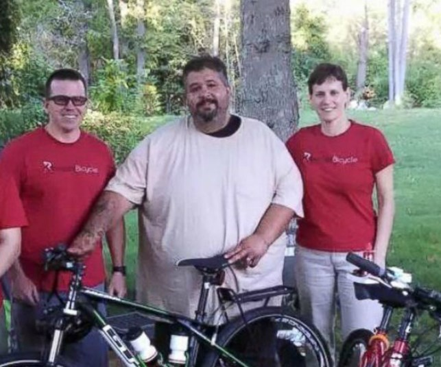 255 kg man cycles across country to win back his wife