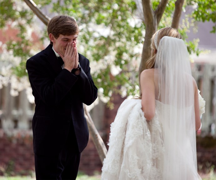 20 grooms seeing their brides for the very first time