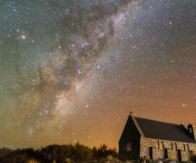 Aurora Australis lights up the Australian night sky with mesmerizing display