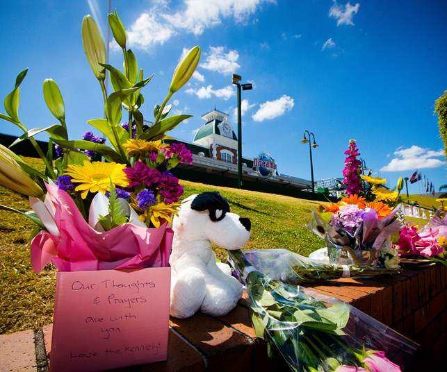 Dreamworld to reopen three days after tragic deaths of four people
