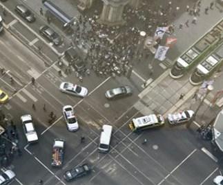 melbourne car crash breaking