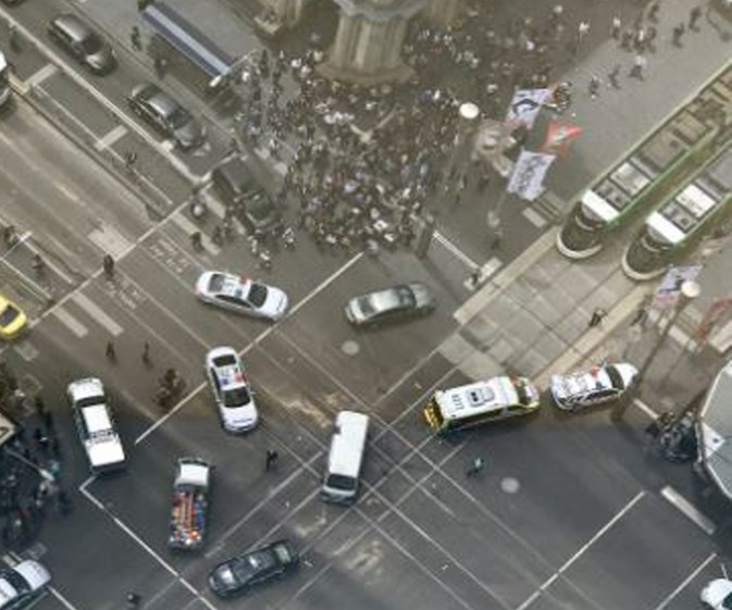 melbourne car crash breaking