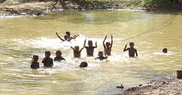 Walpiri children playing in the creek in the wet season. (Credit: Carmel O'Shannessy)