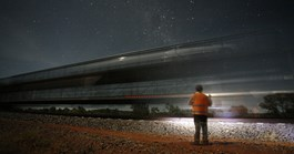 The Ghan glides 2979 km between Darwin and Adelaide in 60 hours and almost noiselessly. (Photo: Thomas Wielecki)