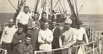 The crew of the <i>Discovery</i> on Mawson's 1931 expedition to Antarctica. (Photo: National Library of Australia)