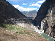 The stunning Tiger Leaping Gorge heading towards Walnut Garden, a Naxi village with rice terraces. (Credit: Carolyn Barry)