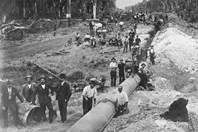 Laying the golden pipeline from Perth to Kalgoorlie. (Credit: National Trust WA)