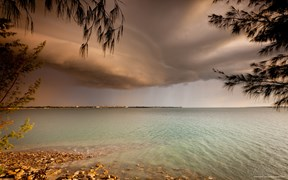 Images of Australia: Shelf cloud over Darwin, Northern Territory