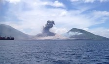 Mount Tavurvur in PNG erupts on 29 August 2014.